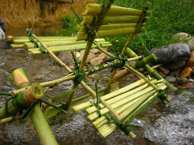 brico d tente fabriquer un moulin eau sur un ruisseau. Black Bedroom Furniture Sets. Home Design Ideas